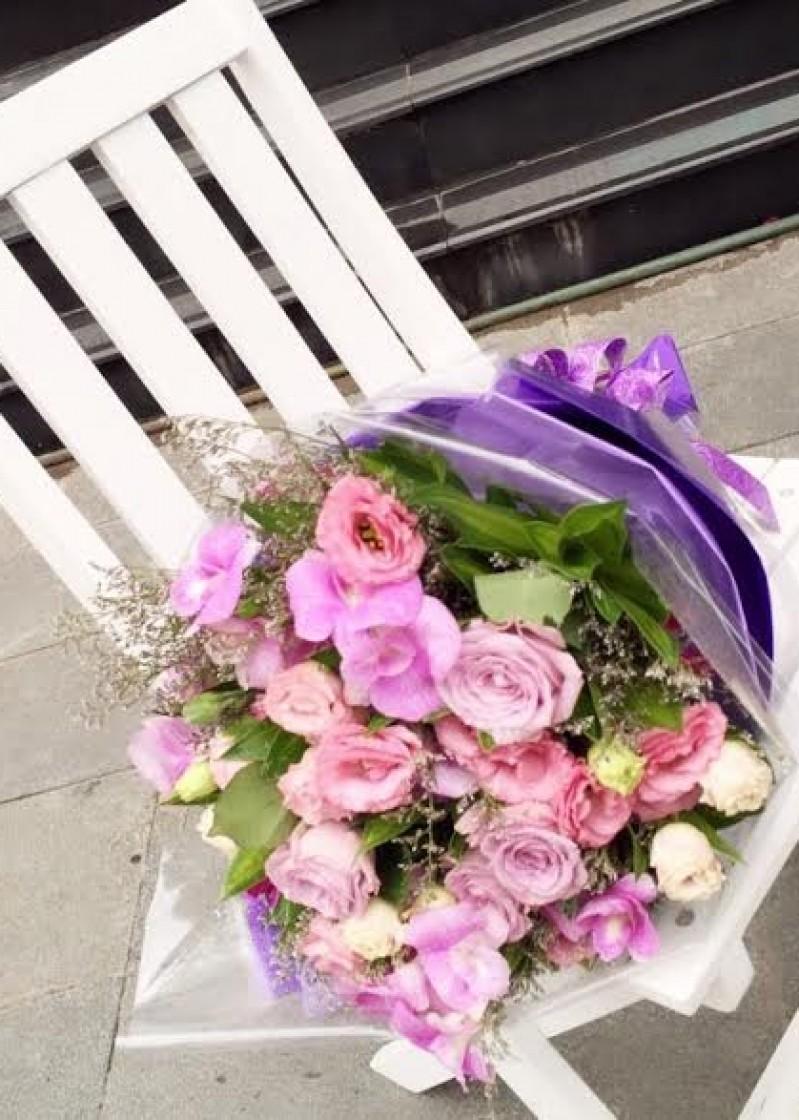 bó hoa tím lãng mạn